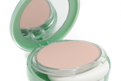Clinique Perfectly Real Compact Make-Up.